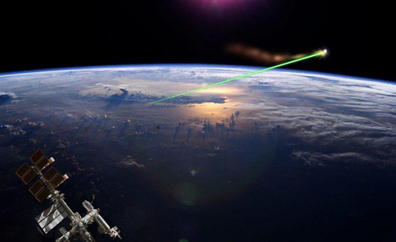 uzay enkazı lazer