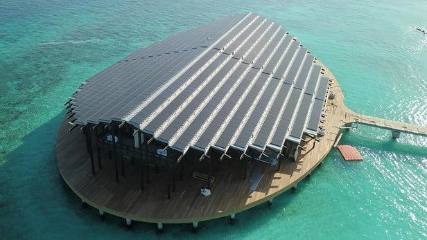 güneş panelli otel